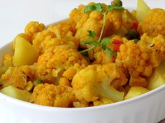 Vegetable Curry, Vegetable Dishes, Vegetable Recipes, Dried Potatoes, Lemon Potatoes, Cooking For Three, Just Cooking, Cauliflower Curry, Cauliflower Recipes