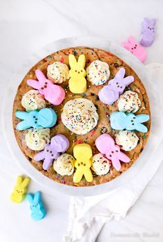 This PEEPS® Cookie Cake is made with a homemade sprinkle chocolate chip cookie & topped with a homemade PEEPS® Sweet Marshmallow Buttercream Frosting & PEEPS® Marshmallows. Chocolate Caramels, Chocolate Desserts, Chocolate Chip Cookies, Marshmallow Buttercream, Buttercream Frosting, Raspberry Smoothie, Apple Smoothies, Chip Cookie Recipe, Cookie Recipes