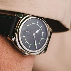 Through the Galet Square Boréal timepiece, Laurent Ferrier, revisits an Art Deco aesthetic while giving it a contemporary twist. This timepiece is intended to be resolutely original while complying with the brand's signature design codes.