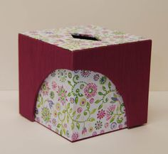 Véro boite à mouchoirs Box Design, Diy And Crafts, Decorative Boxes, Creativity, Card Holder, Packaging, Hands, Display, Crafty