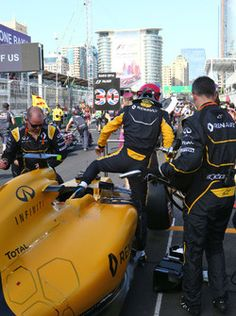 Jolyon Palmer, Renault Sport F1 Team RS16 on the grid 2016/06/02 to 2016/06/19 Streets of Baku