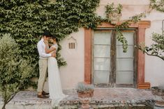 Een Franse bruiloft Getting Married In Italy, Italy Wedding, Tuscany, Flowers, Pictures, Photos, Florals, Photo Illustration, Tuscany Italy