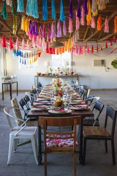 If you're throwing a party for New Year, making your own tassel garland is a fun and inexpensive way to dress up the party! Photobooth Ideas, Decoration Evenementielle, Deco Boheme, Mexican Party, Fiesta Party, Deco Table, Grad Parties, Diy Party, Party Ideas