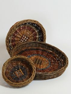 Willow Scoib  by Kathleen McCormick An Irish basket traditionally used to strain and serve potatoes. Once all had been eaten, the basket was hit against the outside wall and the hens or pigs got the leavings. It was then washed and hung on a wooden peg.