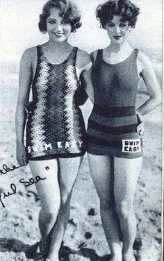Leila Hyams & Myrna Loy Tracie was always good at whipping something up with her thread. Leila Hyams + Myrna Loy in knitted swimsuits 'Swim Easy'. Vintage Chic, Photo Vintage, Vintage Mode, Vintage Beauty, Vintage Fashion, Myrna Loy, Vintage Bathing Suits, Vintage Swimsuits, Vintage Hollywood