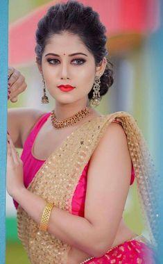 Beautiful Girl Indian, Beautiful Indian Actress, Beautiful Housewife, Best Profile Pictures, India Beauty, Indian Actresses, Small Nose, Sari, Photoshoot