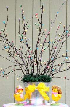 Easy Dollar Store DIY Easter Tree with chicks craft decoration idea for Spring. This would make a beautiful Easter decoration for centerpieces. Elegant Spring Decor ideas and Easter decorations for the home, party and table. Easter Crafts For Adults, Easter Crafts For Kids, Easter Tree Decorations, Easter Wreaths, Spring Crafts, Holiday Crafts, Easter Candy, Easter Baskets, Easter Table