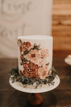 2019 Wedding Trends That Will Make Your Day Unforgettable Gorgeous flowers handpainted on this small wedding cake in neutral colors Small Wedding Cakes, Floral Wedding Cakes, Best Wedding Cakes, Creative Wedding Cakes, Pretty Cakes, Beautiful Cakes, Beautiful Wedding Cakes, Wedding Trends, Fall Wedding