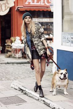 Stylish camo jacket paired with shorts. Inspiration Cara Delevingne Gets Casual for Pepe Jeans Fall 2013 Campaign Grunge Style, 90s Grunge, Grunge Fashion, Soft Grunge, Fashion Kids, Look Fashion, Urban Fashion, Fashion Models, Street Fashion