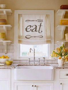 Φ υσικά ισχύουν , γενικά, όσα και για τις κουρτίνες κάθε άλλου χώρου , όμως από τα συνήθως μικρότερα παράθυρα της κουζίνας το φω...