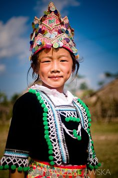 Laos Muang Sing Hmong girl in traditional clothes for the New Year - Hot Girls Laos, We Are The World, People Around The World, Hmong Wedding, Costume Ethnique, Hmong People, Colani, Clothes Crafts, Folk Costume