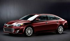 The 2013 Toyota Avalon goes green with 40-mpg hybrid.