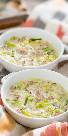 Schnell und einfach ist die Hackfleisch-Käsesuppe mit Gemüse zubereitet. Guten Appetit.