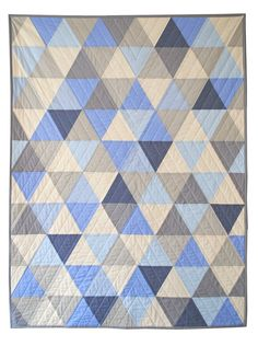 Blue and Gray Equilateral Triangles Crib Quilt por CarsonToo