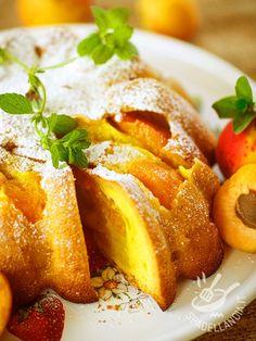 Torta morbida di ricotta e albicocche: un dolce fresco e golosissimo a base di ricotta fresca e profumato alla vaniglia. Da non perdere!