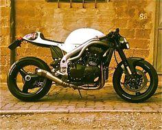 fantomettestuff: TRIUMPH DAYTONA 955I 'LA 24 CORSA' - IRON Pirate Garagefacebook.com By Fanto