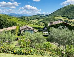 Italy's Best Kept Secret: Umbria – SWITZERLAND Umbria Italy, Tuscany, Places To Travel, Travel Destinations, Michigan Travel, Arizona Travel, Us National Parks, Italy Vacation, Romantic Travel