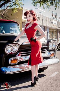 Hot Rod Pinups. Learn to draw pinups at http://idrawpinups.com . Also visit the Pinup Artists Network, the only social network for pinup artists, photographers, models, and fans at http://pinupnet.com .