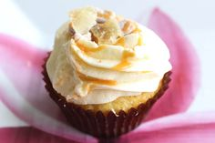 NZ Easy Ginger Cupcake Recipe with Caramel - Ginger actually has broad-spectrum antibacterial, antiviral, antioxidant, and anti-parasitic properties, to name just several of its more than 40 pharmacological actions. Recipe @ Juliescafebakery.com