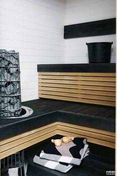 I like the metal wrap for the sauna rocks.