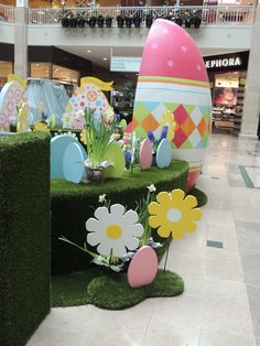 We custom designed this Easter set for the Bridgewater Commons Mall. The egg is the Easter Bunny's throne.