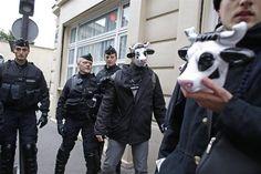 Paris. Manifestation contre le projet de ferme des 1000 #vaches