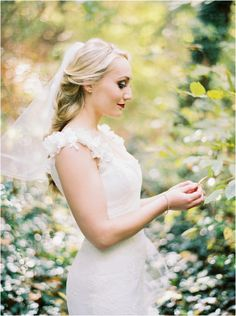 Love her wedding hair and organic wedding in Knoxville TN at Dara's Garden!