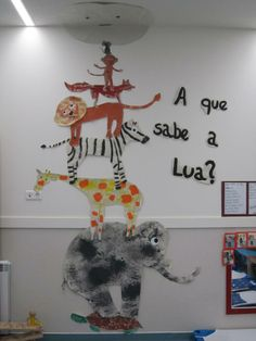A QUE SABE A LUA Classroom Projects, Classroom Activities, Activities For Kids, Preschool Education, Preschool Crafts, Classroom Displays, Classroom Decor, Book Crafts, Arts And Crafts