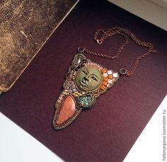 """Купить """"Память"""" - лицо, маска, амулет, артефакт, треугольный кулон, древности, архаика, патина, время"""