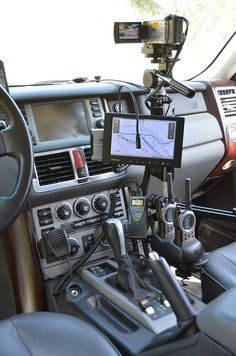 Everything is in easy reach and always where you expect it so you don't need to fumble when driving on or off road. Jeep 4x4, Tactical Truck, Jimny Suzuki, Sport Suv, Truck Mods, 3d Modelle, Bug Out Vehicle, Truck Interior, Military Pictures