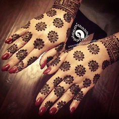 Love this unique #henna design from @mehndidesigner . She never disappoints! Contact her at 209.251.9400 or neeta@mehndidesigner.com to schedule your bridal or special event henna party today! #henna...