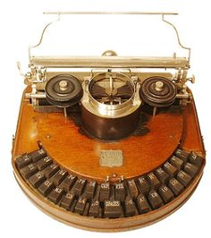 Go here for a collection of beautifully photographed antique typewriters. Prints are on sale here . *Previously: Typewriter m. Objets Antiques, Antique Typewriter, Flea Market Decorating, Radios, Museum, Decoration Inspiration, Vintage Office, Ex Machina, Vintage Typewriters