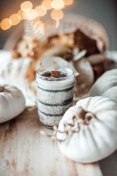 DIY Kaffee-Kerze. Duftkerze als Weihnachtsgeschenk selber machen. titatoni.de Fall Diy, Beautiful Cakes, Halloween Diy, Aesthetic Pictures, Delicious Desserts, Diy And Crafts, Place Card Holders, Gifts, Gift Ideas