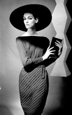 Femenina en blanco y negro