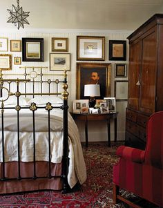 Cozy Kitchen This bedroom has a cozy feel with the darker wood and deep red. The white wood paneling brighted the room. Love the vintage picture arrangement. Decor, Pretty Room, White Wood Paneling, Cozy Bedroom, Interior, Home, Home Bedroom, Brass Bed, Cottage Bedroom