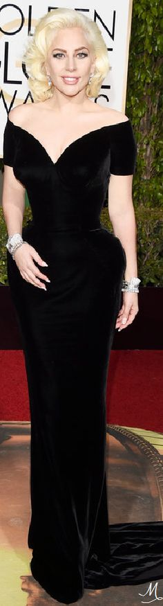 2016 Golden Globes Red Carpet Arrivals | Lady Gaga in custom Versace