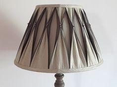 Lamp Shades, Light Shades, Make A Lampshade, Fabric Lampshade, Diy Home Crafts, Diy Home Decor, Diy Lampe, Lamp Makeover, Lamp Light