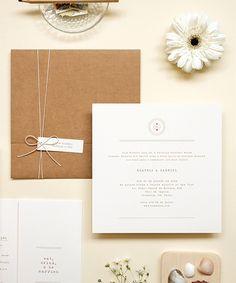 Convite moderno para casamento na praia com envelope kraft. Impressão em serigrafia, menu, programação, menu drinks, cartão agradecimento, numeração mesa.
