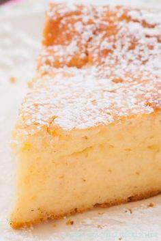 Bodenloser Quarkkuchen bzw. Käsekuchen - sehr cremig und lecker! | http://www.backenmachtgluecklich.de