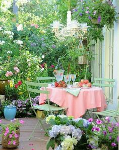 simply beautiful cottage yard