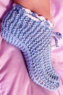 Blog sobre trabalhos manuais, artesanato e receitas. Produtos em crochê, tricô, fuxico e muito mais. Tudo sob encomenda. Crochet Simple, Free Crochet, Knit Crochet, Double Crochet, Weaving Patterns, Stitch Patterns, Crochet Patterns, Knitted Slippers, Yarn Needle