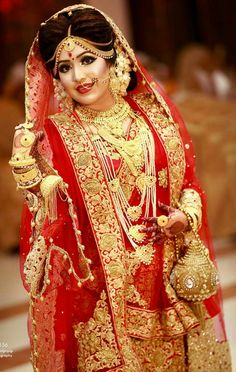 bridal jewelry for the radiant bride Indian Wedding Couple Photography, Indian Wedding Bride, Wedding Couple Poses, Bengali Wedding, Bridal Photography, Indian Bridal Photos, Indian Bridal Wear, Bengali Bridal Makeup, Bengali Bride