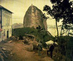 Foto de Marc Ferrez - Vista do Pão de Açúcar tomada do morro da Urca - chapa fotográfica colorida desenvolvida e fabricada pelos irmãos Lumiére - Rio de janeiro - ano de 1914