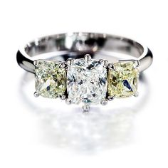 Lux-sormus, Kultaseppä Kulmala. Materiaalit platina, keltaiset timantit ja timantti. via Häät.fi
