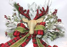 Best Diy Crafts Ideas How to make a large Christmas tree topper and secure it on the tree. Tutorial by Design Dazzle -Read More – Large Christmas Tree, Cheap Christmas Gifts, Christmas On A Budget, Rustic Christmas, Xmas Tree, All Things Christmas, Christmas Holidays, Christmas Wreaths, Christmas Crafts