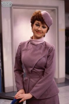 Real Talk: Tegan Jovanka was an Absolute QUEEN. Definitely one of my fave Classic companions! Family Posing, Family Portraits, Dr Who Tom Baker, Stewardess Costume, Fifth Doctor, Doctor Who Companions, Blake Lively Style, Classic Doctor Who, Watch Doctor