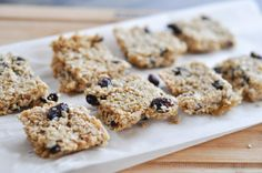 Make these nut-free granola bars for your kidlets (or yourself)! Delicious and super easy!