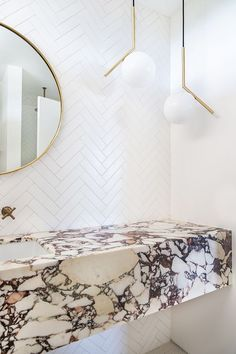 Reposted Via Lake House on Behance Sarah Sherman Samuel:Mandy Moore Guest Bathroom Tour White Bathroom, Modern Bathroom, Master Bathroom, Marble Bathrooms, Bathroom Sets, Minimalist Bathroom, Marble Bathroom Counter, Hotel Bathrooms, Bathroom Tumbler