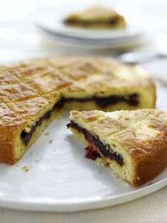 Basque cherry cake with black cherries Basque Cake, Tooth Cake, Travel Cake, French Cake, Cherry Cake, Grilling Gifts, Homemade Cake Recipes, Holiday Cakes, Dough Recipe