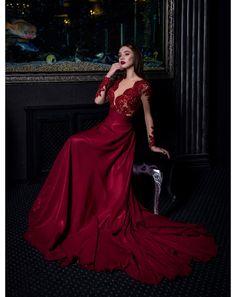 f7d64c2e8fbd Nádherné spoločenské šaty s dlhými rukávmi a padavou šifónovou sukňou.  Glamour
